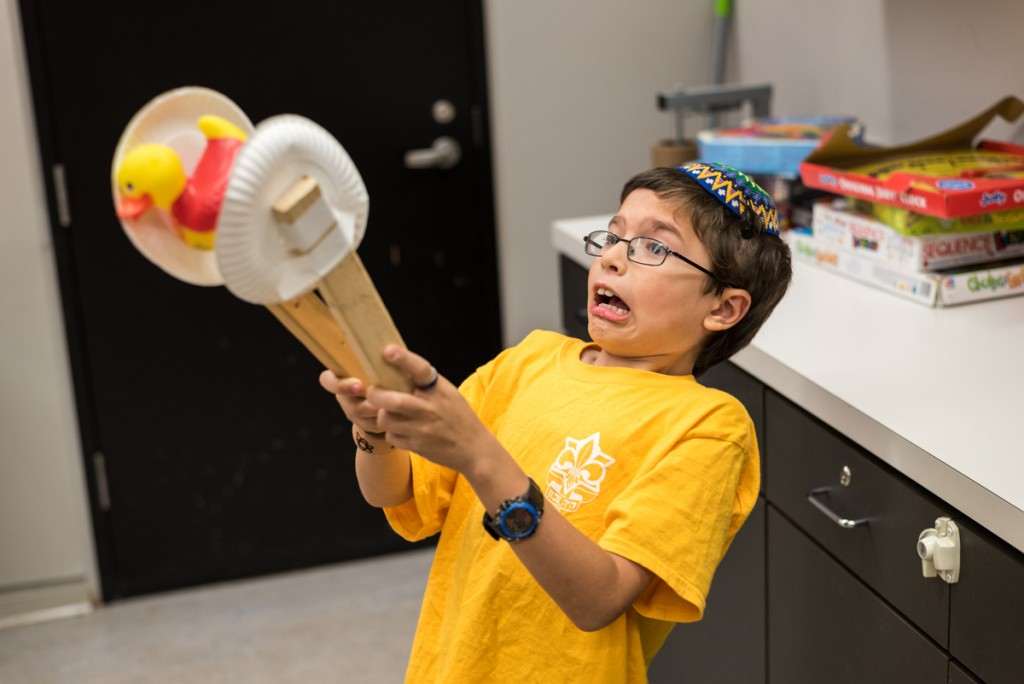 As part of the Exploring Human Origins theme, kids in grades 3-5 experimented with tool making during Be The Scientist: Tools and the Brain.